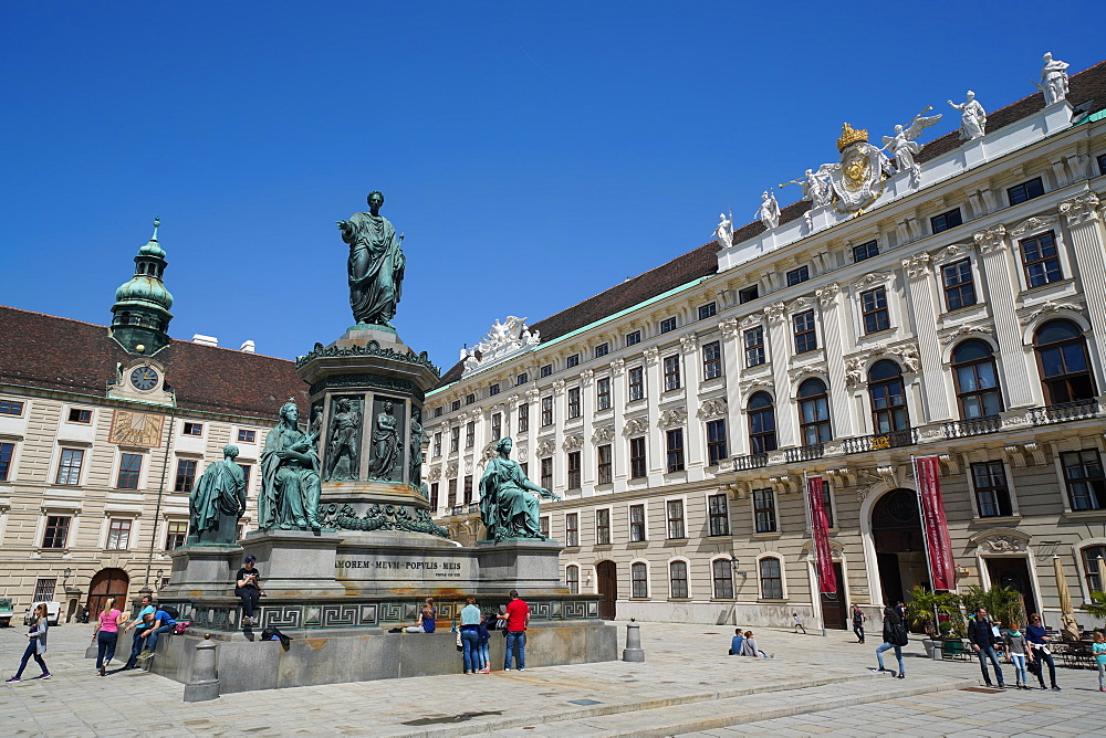Inner Castle Square, Monument to Emperor Franz I, and Imperial Chancellory Wing, Hofburg Palace, UNESCO World Heritage Site, Vienna, Austria, Europe
