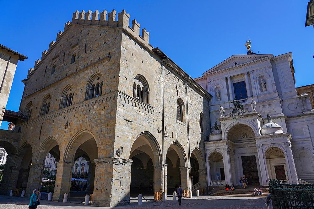 Piazza Duomo, Palazzo della Ragione and Bergamo Cathedral, Bergamo, Lombardy, Italy, Europe
