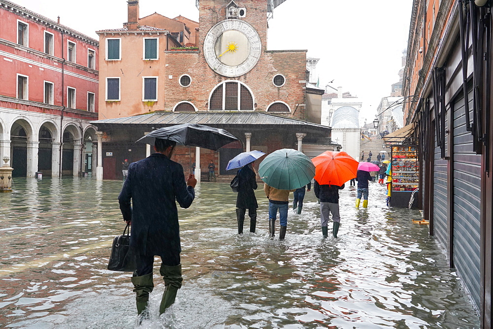 Campo San Giacomo, Rialto, during the high tide in Venice, November 2019, Venice, UNESCO World Heritage Site, Veneto, Italy, Europe