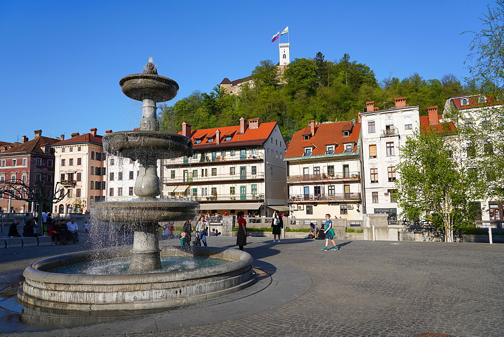 Fountain in New Square, Vodnjak na Novem trgu, Ljubljana, Slovenia, Europe - 819-1174