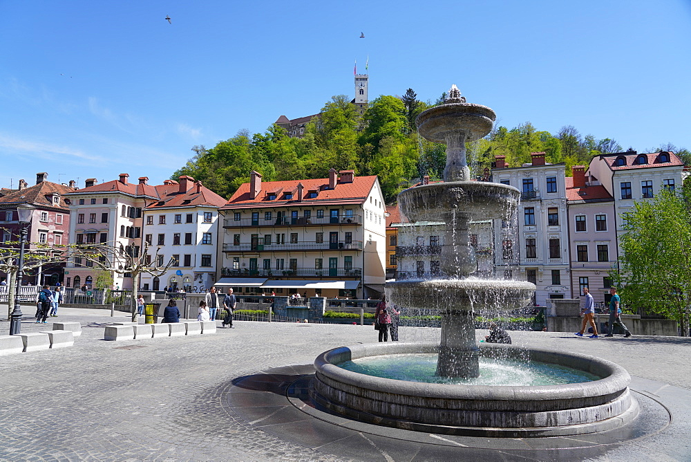 Fountain in New Square, Vodnjak na Novem trgu, Ljubljana, Slovenia, Europe - 819-1180