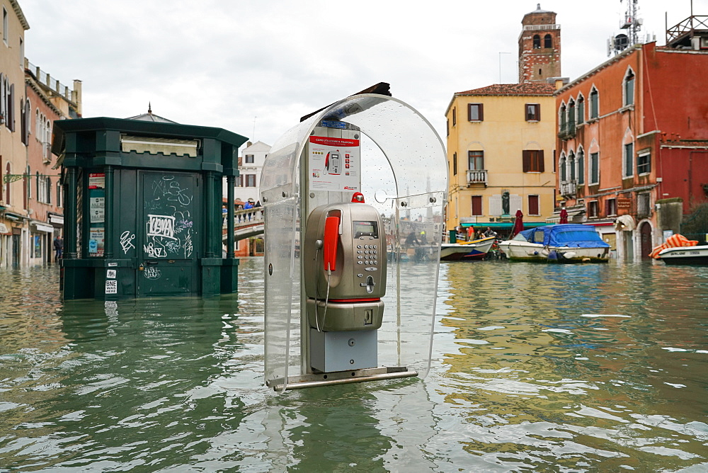 High tide in Venice in November 2019, newsstand and telephone booth at Ponte delle Guglie, Venice, UNESCO World Heritage Site, Veneto, Italy, Europe