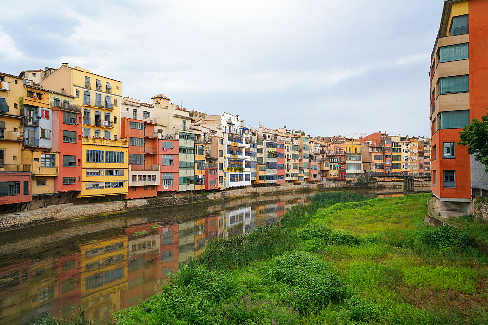 The Houses on the River Onyar, Girona, Catalonia, Spain, Europe - 819-1219