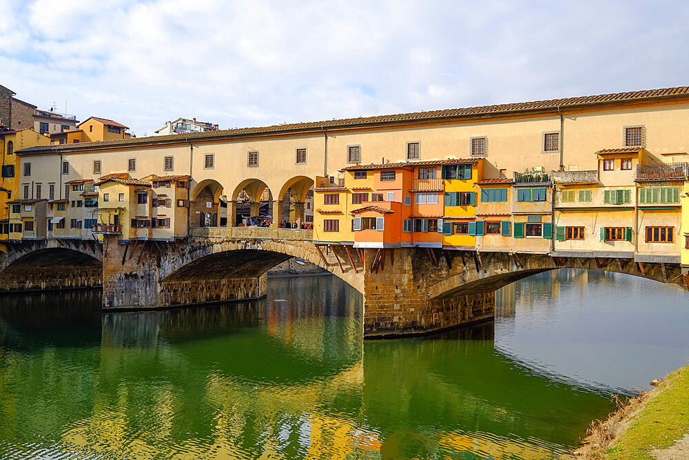 The Ponte Vecchio, Old Bridge, over the Arno River, Florence, UNESCO World Heritage Site, Tuscany, Italy, Europe
