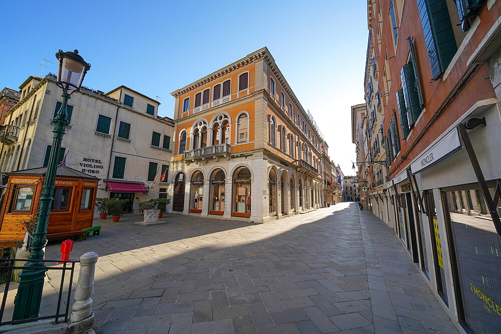 Calle Larga XXII Marzo during Coronavirus lockdown, UNESCO World Heritage Site, Veneto, Italy, Europe, Italy, Europe - 819-1247