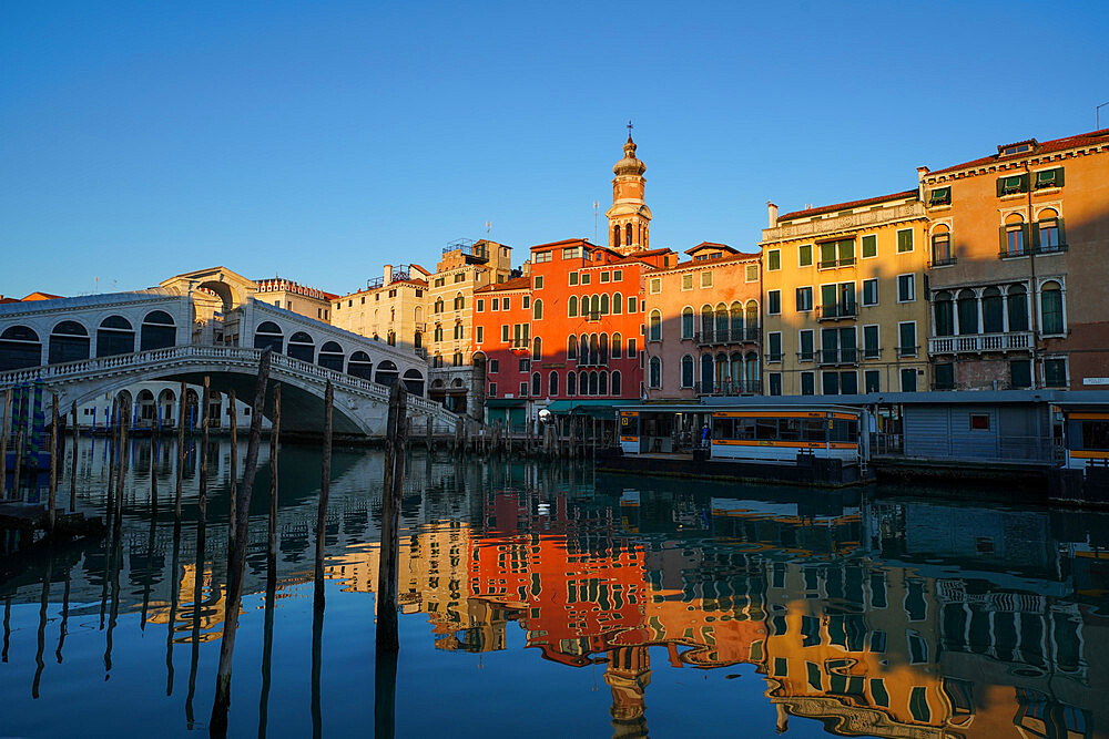 Reflections of the buildings and Rialto Bridge in the Grand Canal during Coronavirus lockdown, Venice, UNESCO World Heritage Site, Veneto, Italy, Europe