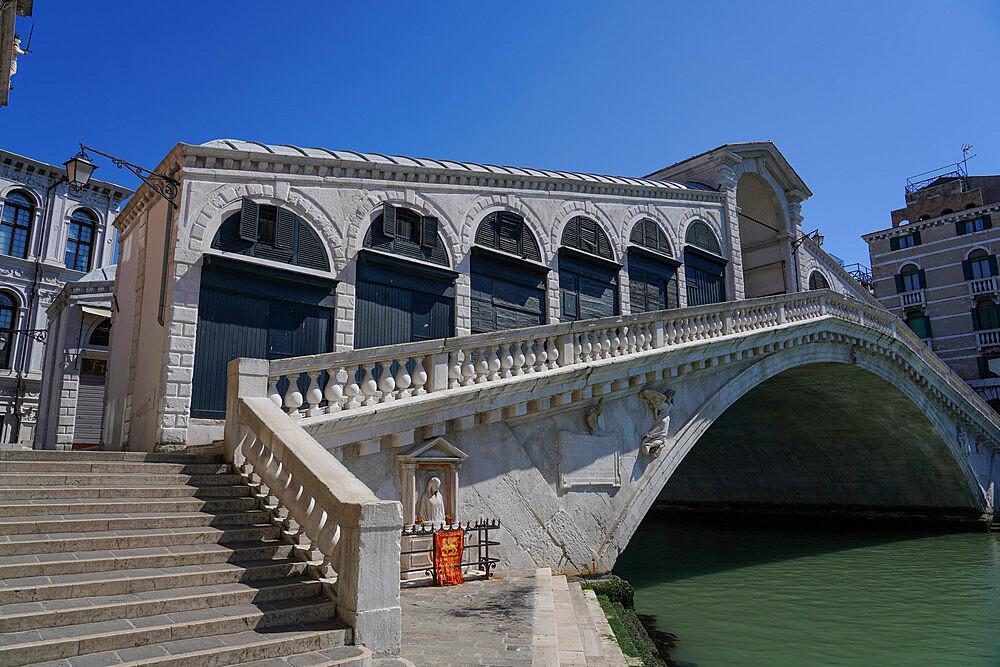 Rialto Bridge during Coronavirus lockdown, Venice, UNESCO World Heritage Site, Veneto, Italy, Europe