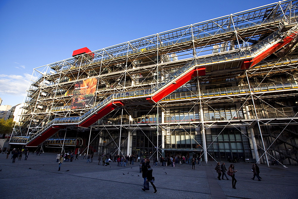 Pompidou Centre designed by Renzo Piano and Richard Rogers, housing the National Museum for Modern Art, Paris, France, Europe