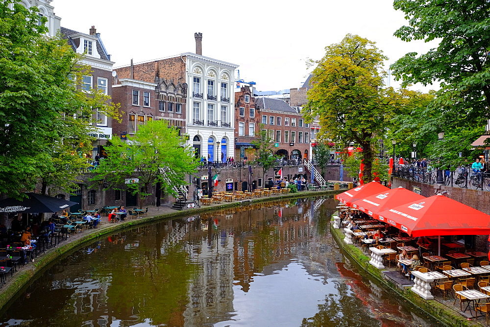 Pubs and cafe along the Oudergracht, the old canal, Utrecht, The Netherlands, Europe