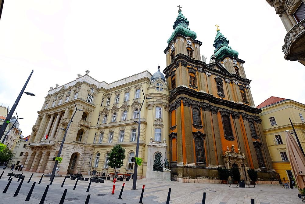 Egyetemi Templom (University Church), Budapest, Hungary, Europe