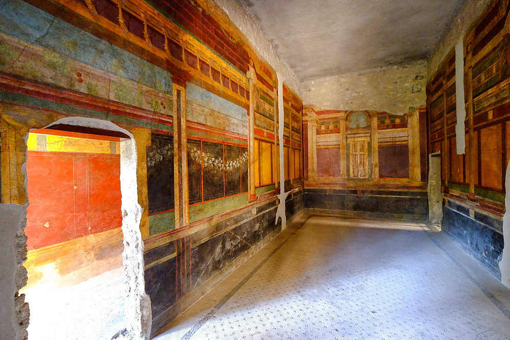Roman frescoes at Villa of the Mysteries, Pompeii, UNESCO World Heritage Site, the ancient Roman town near Naples, Campania, Italy, Europe - 819-710
