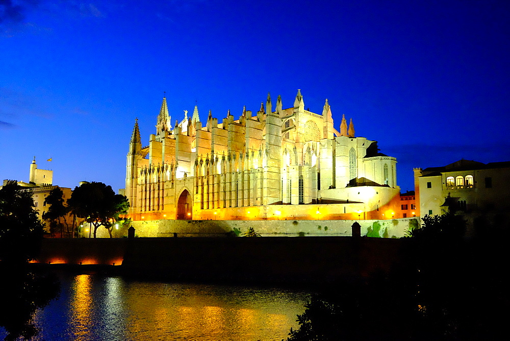 La Seu, the Cathedral of Santa Maria of Palma, Majorca, Balearic Islands, Spain, Europe - 819-764