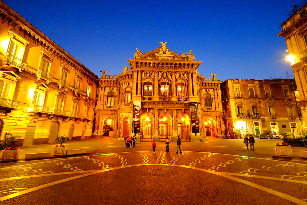 Piazza Vincenzo Bellini and Teatro Massimo Bellini Opera House, Catania, Sicily, Italy, Europe - 819-783