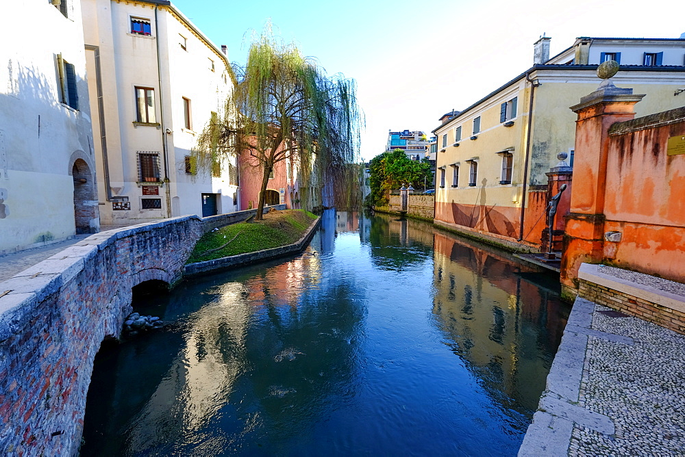 Canale dei buranelli in the heart of Treviso, Veneto, Italy, Europe - 819-939