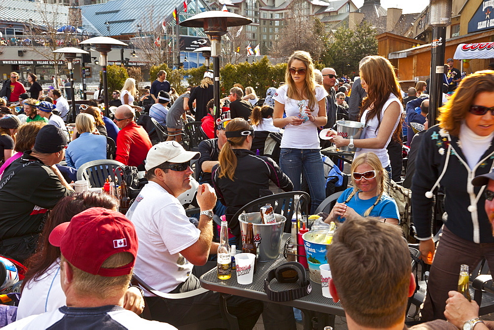 Visitors enjoying apres ski at an outdoor patio, Whistler Blackcomb Ski Resort, Whistler, British Columbia, Canada, North America - 821-148