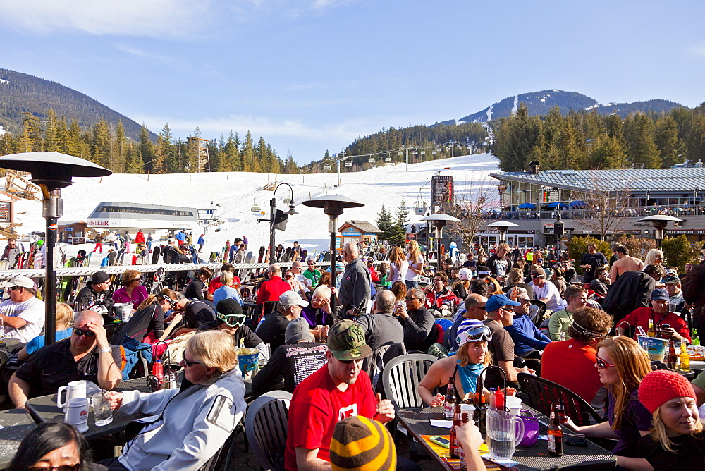 Visitors enjoying apres ski at an outdoor patio, Whistler Blackcomb Ski Resort, Whistler, British Columbia, Canada, North America - 821-149