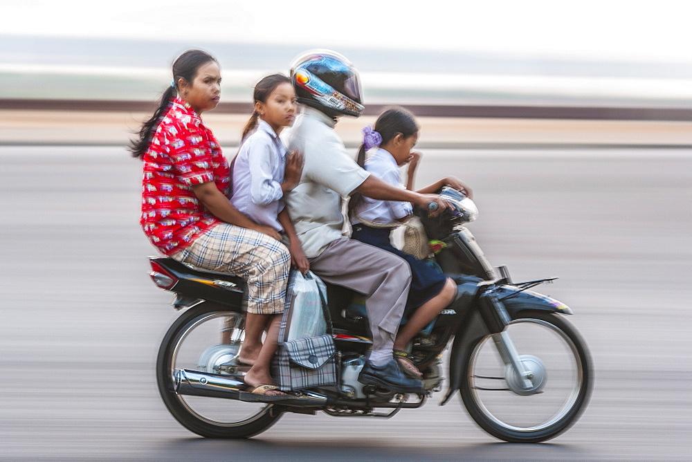 Sisowath Quay, Phnom Penh, Cambodia, Indochina, Southeast Asia, Asia - 821-207