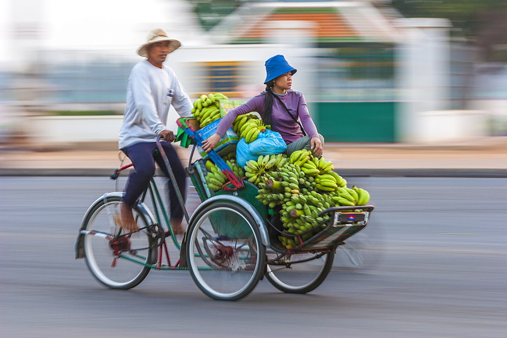 Sisowath Quay, Phnom Penh, Cambodia, Indochina, Southeast Asia, Asia - 821-208