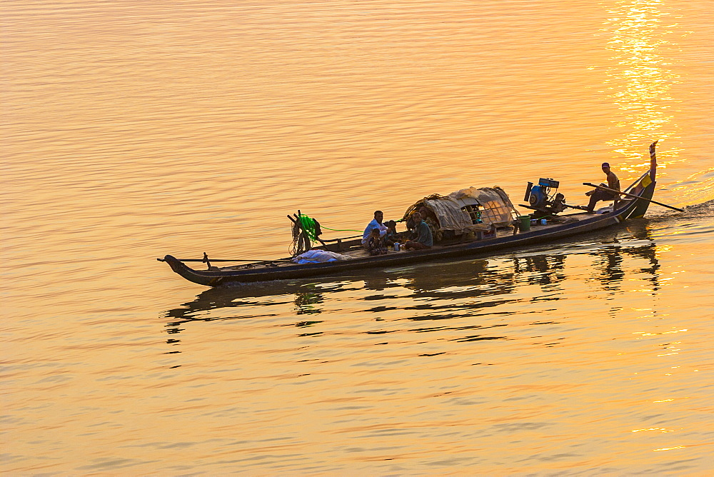 Fishermen at sunrise, Tonle Sap River, Phnom Penh, Cambodia, Indochina, Southeast Asia, Asia - 821-215