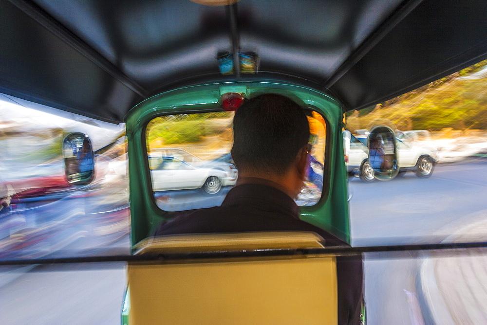 Tuk-tuk driver, Phnom Penh, Cambodia, Indochina, Southeast Asia, Asia - 821-219