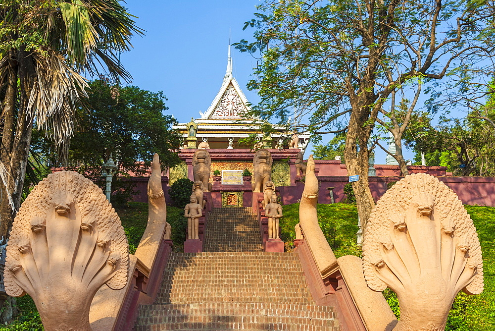 Wat Phnom (Temple of the Mountains) (Mountain Pagoda), Phnom Penh, Cambodia, Indochina, Southeast Asia, Asia - 821-224