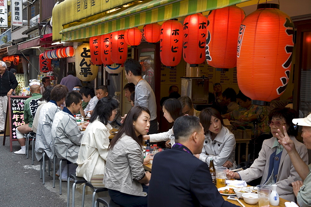 Customers enjoying an outdoor street-side izakaya (drinking establishment) in Asakusa, Tokyo, Japan, Asia - 822-288