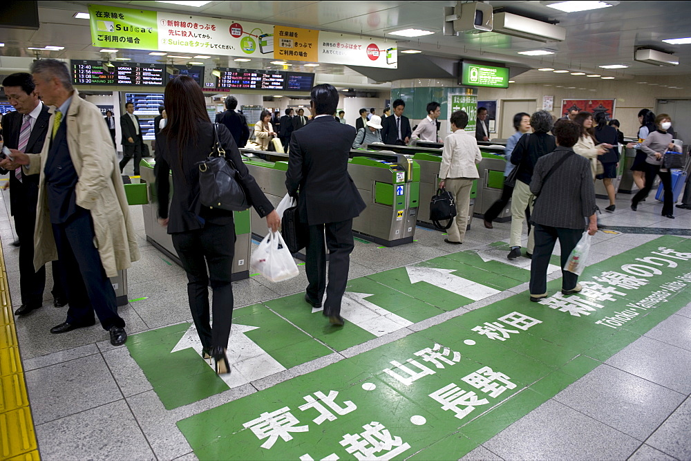 Passengers hurrying through automatic ticket wickets on their way to bullet train platforms at Tokyo Station, Japan, Asia - 822-306