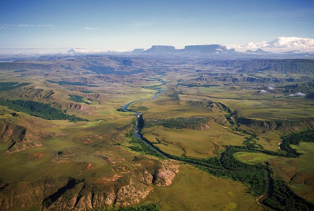 Aerial image of River Kukenan looking north to tepuis of Mount Kukenaam (Kukenan) (Cuguenan) and Mount Roraima, Gran Sababa, Venezuela, South America