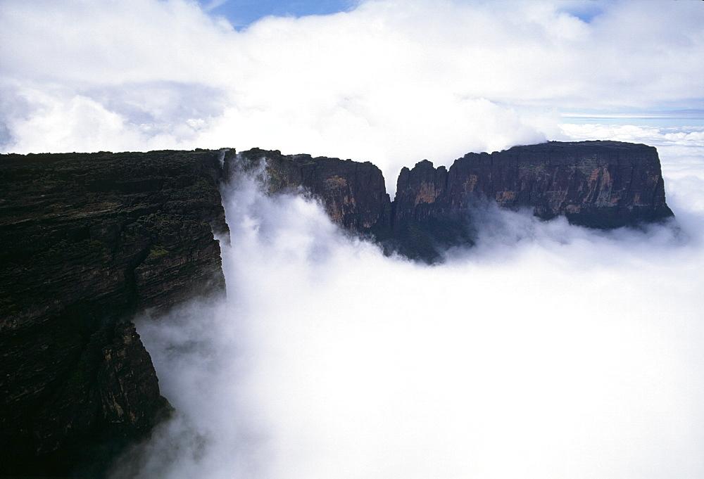Aerial image of northern section of Mount Kukenaam (Kukenan) (Cuguenan), Estado Bolivar, Venezuela, South America