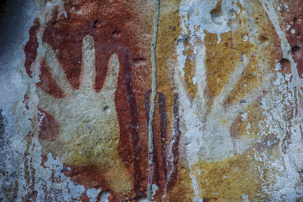 Monolithic cave paintings in Raja Ampat, West Papua, Indonesia, New Guinea, Southeast Asia, Asia  - 824-169