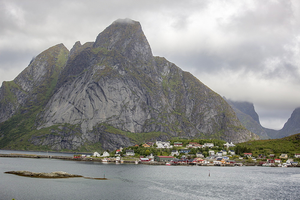 Reine, a traidtional fishing and whaling town in the Lofoten Islands, Norway, Scandinavia, Europe - 824-187