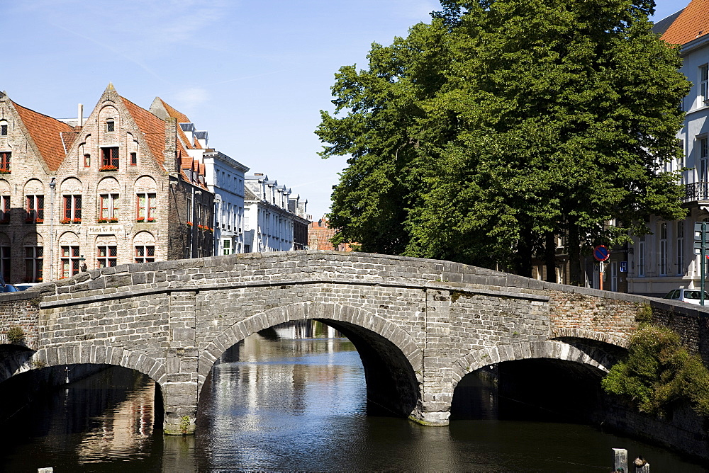 Stone bridge over canal with medieval buildings in background, Bruges, Belgium, Europe - 825-127