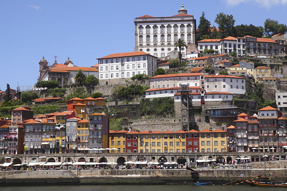 Buildings overlook the River Douro on the Ribeira District, UNESCO World Heritage Site, Porto, Douro, Portugal, Europe
