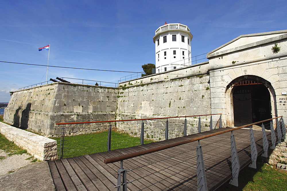 The Fortress of Pula, built 1631 to 1633, designed by French military engineer Antoine De Ville, Pula, Istria, Croatia, Europe