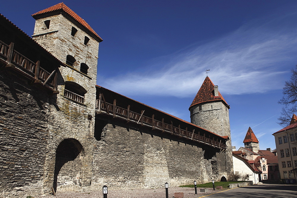 Medieval towers and city walls in the Old Town of Tallinn, UNESCO World Heritage Site, Estonia, Europe - 826-602