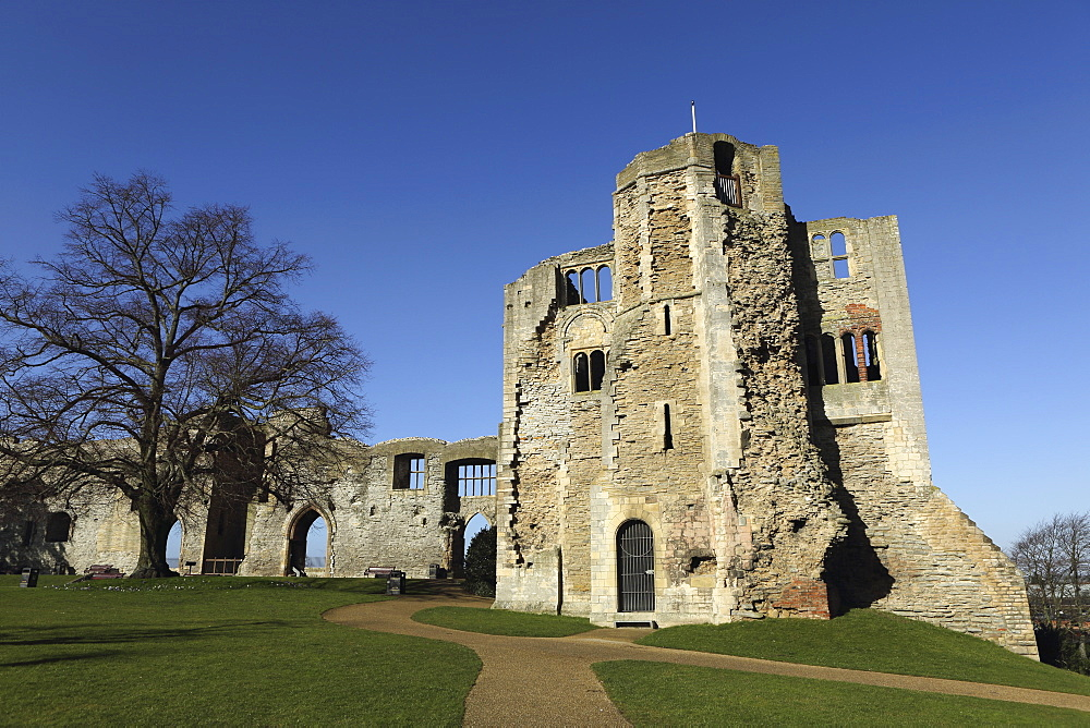 The Norman gateway and staircase tower at the ruins of Newark Castle in Newark-upon-Trent, Nottinghamshire, England, United Kingdom, Europe - 826-620