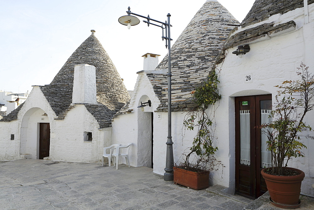 Cone-shaped trulli houses, in the Rione Monte district of Alberobello, UNESCO World Heritage Site, in Apulia, Italy, Europe - 826-624