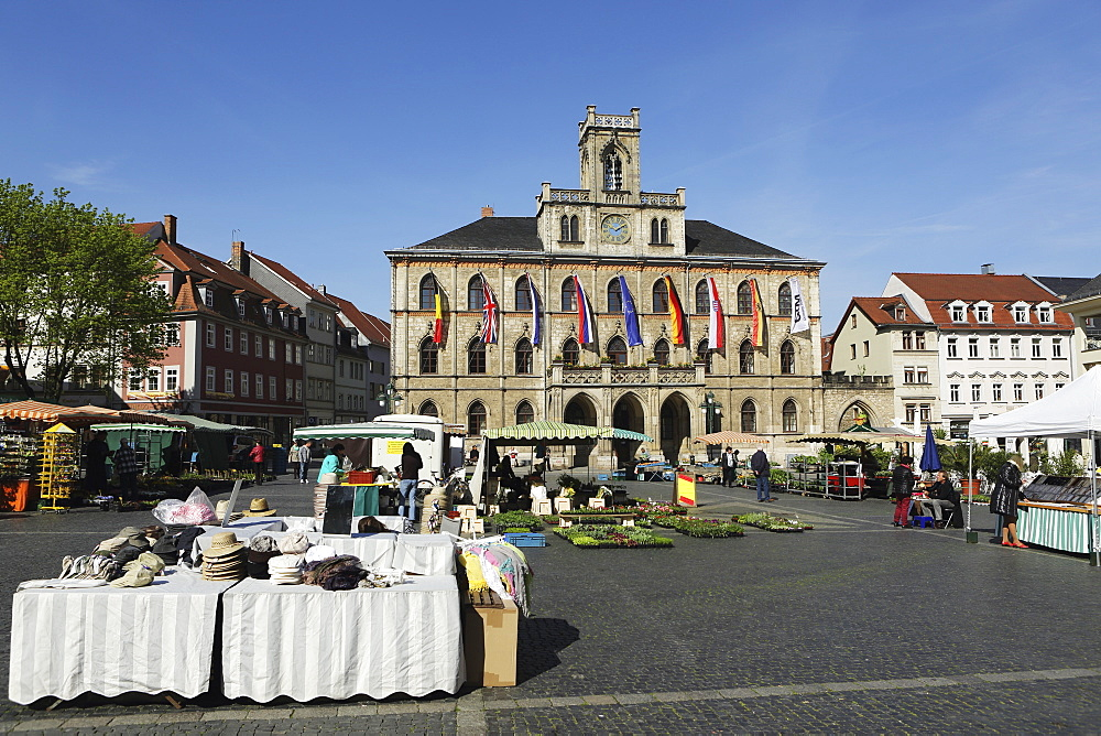 The City Hall (Rathaus) and market stalls on the cobbled Market Place (Marktplatz) in Weimar, Thuringia, Germany, Europe - 826-656