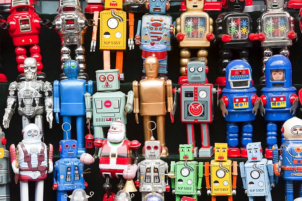Robots, toy shop, Panjiayuan flea market, Chaoyang District, Beijing, China, Asia - 827-215