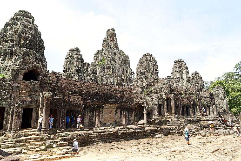 Tourists at Bayon Temple, UNESCO World Heritage Site, Angkor, Siem Reap, Cambodia, Indochina, Southeast Asia, Asia - 827-511