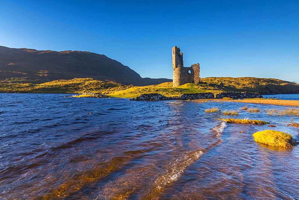 UK, Scotland, Highland, Sutherland, Lochinver, Loch Assynt, Ardvreck Castle - 828-1072