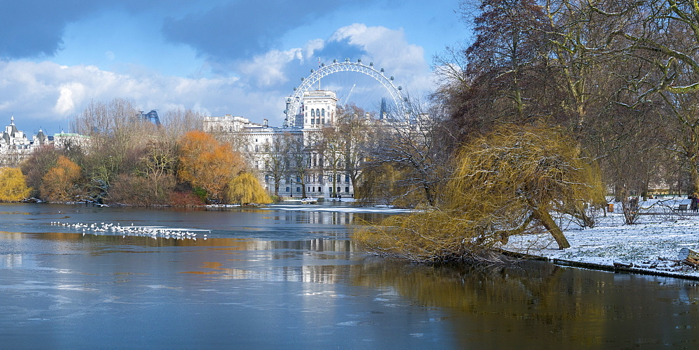 St. James's Park, Horse Guards and London Eye, London, England, United Kingdom, Europe - 828-1107