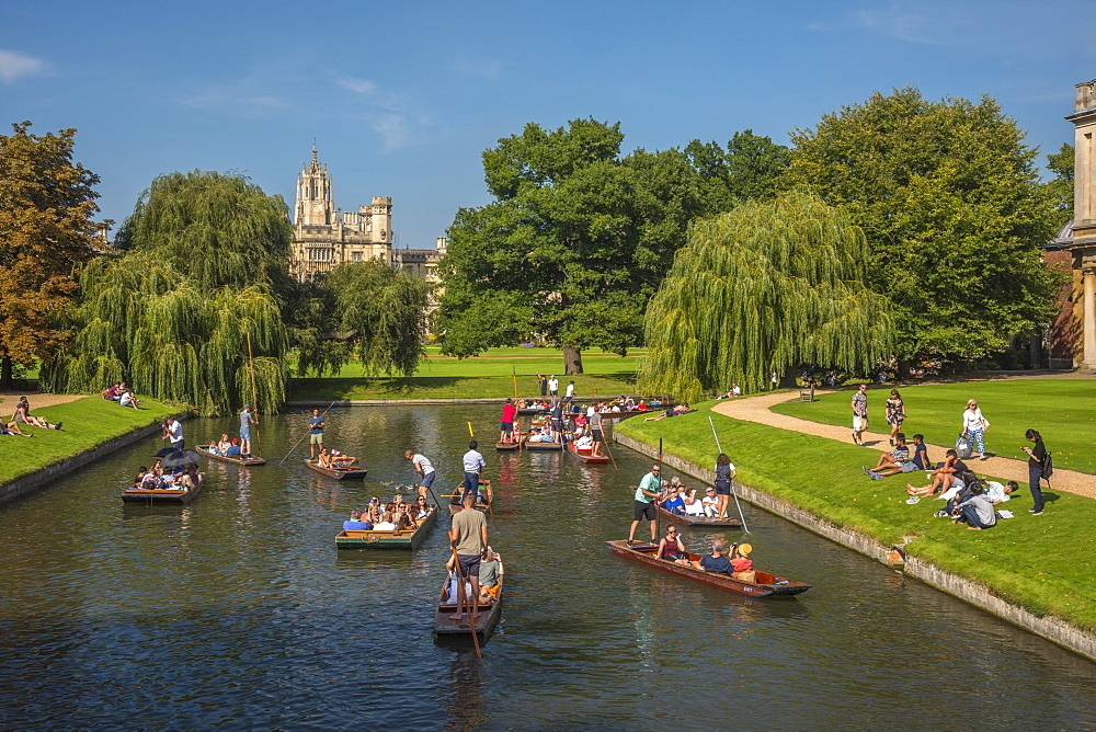 St. John's College and punting on River Cam, Cambridge, Cambridgeshire, England, United Kingdom, Europe