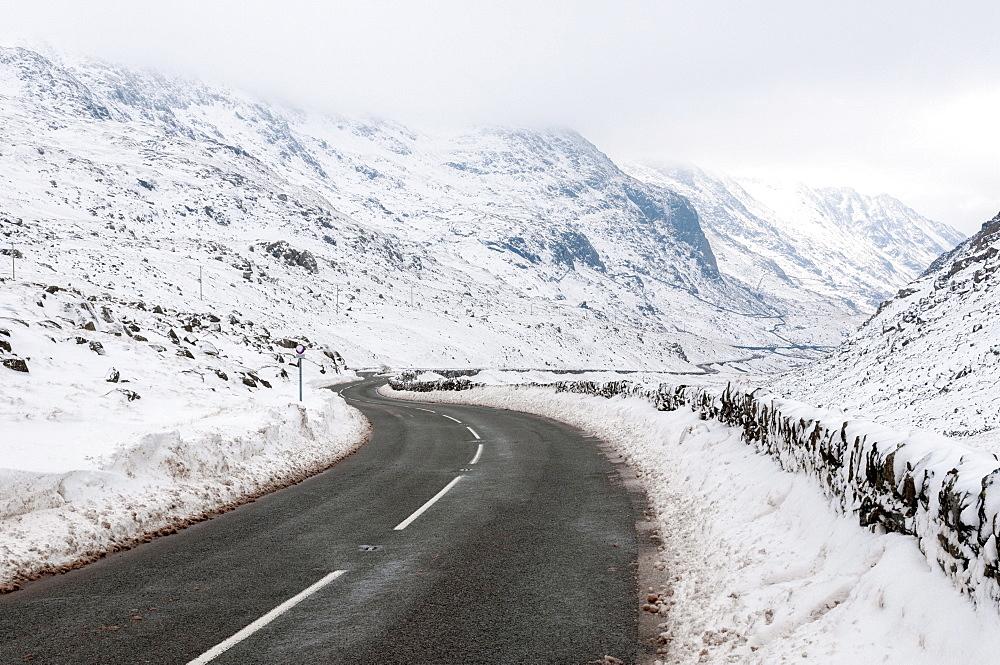 Llanberis Pass (Bwlch Llanberis) at Pen-y-Pass, Snowdonia National Park, Gwynedd, Wales, United Kingdom, Europe