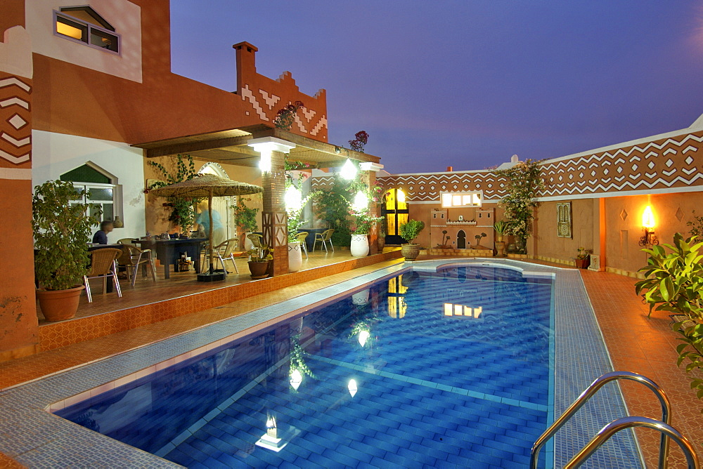 Courtyard and swimming pool of 'Le Petit Riad' in Ouarzazate in Morocco