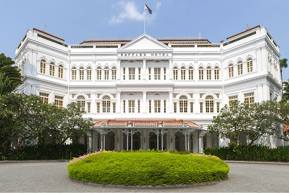 The Raffles Hotel in Singapore. - 829-2193