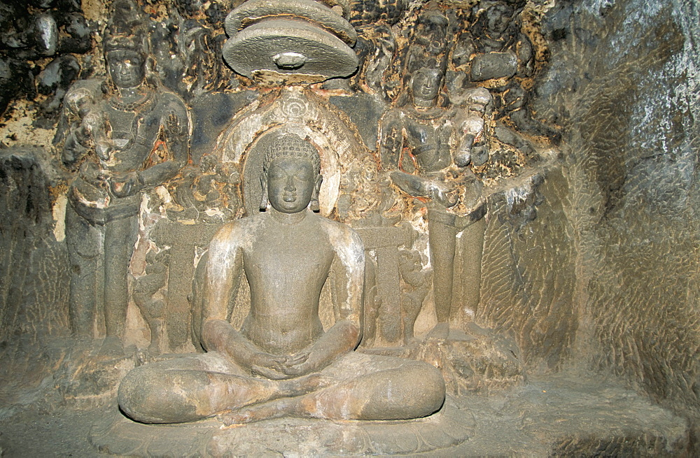 Statue of Mahavira, founder of the Jain religion in the Indra Sabha, Cave 32, in Jain section of the cave temples of Ellora, UNESCO World Heritage Site, Maharashtra, India, Asia