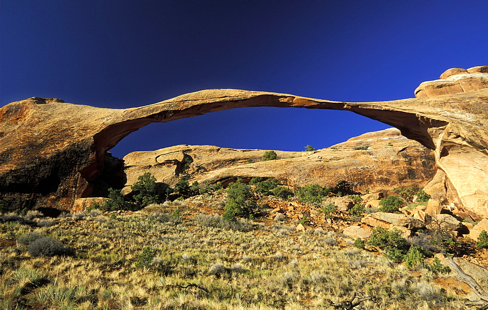 306ft 'Landscape Arch', Arches National Park, Utah, Usa *** Local Caption *** 306ft 'Landscape Arch', the longest such landform in this spectacular park of eroded formations, including over 2000 arches