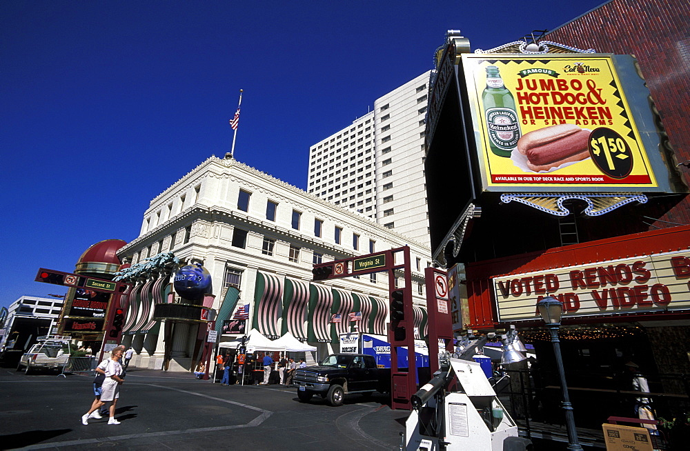 Corner of Virgina Street and Second Street in Reno, the glitzy little Las Vegas-style gambling city in the far west, Reno, Nevada, United States of America (), North America