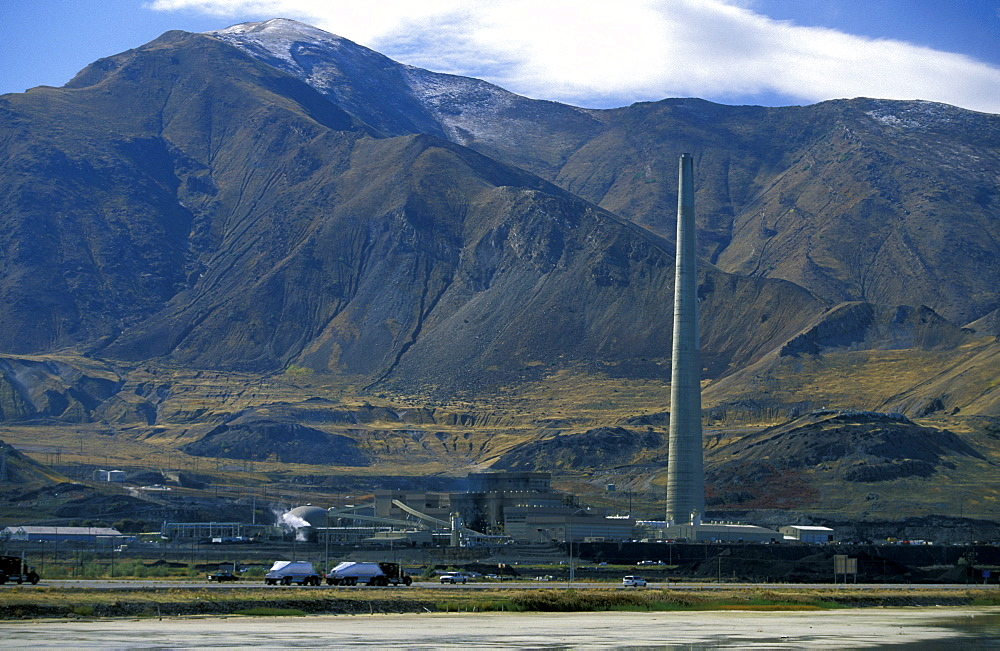 The Utah Smelter (1995) that services the nearby massive Bingham Canyon Copper Mine, The plant refines 99.9% pure copper & claims 99.9% removal of sulphur dioxide emissions, Great Salt Lake, Utah, United States of America (USA), North America